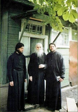 Иеромонах Иоасаф (Швецов) (справа)